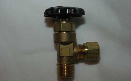Truck Valve Male Pipe to Compression